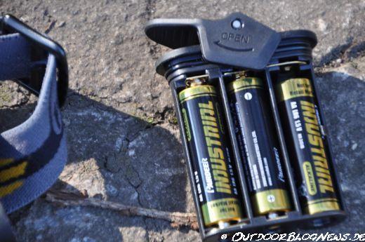 Batteriebox mit Schnellverschluss und Batterie-Polaritätsschutz