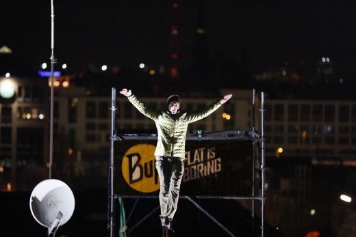 Bernhard Witz auf der Highline - Copyright Original Buff