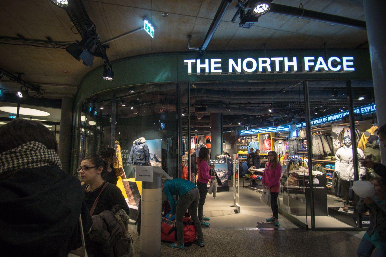the north face feierte shop er ffnung im bikini berlin mit dem weltgr ssten base camp duffle. Black Bedroom Furniture Sets. Home Design Ideas